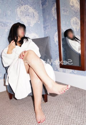 Eloanne massage naturiste escorte girl à Saint-Brieuc