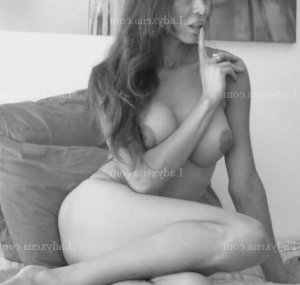 Nalyah escorte girl massage tantrique